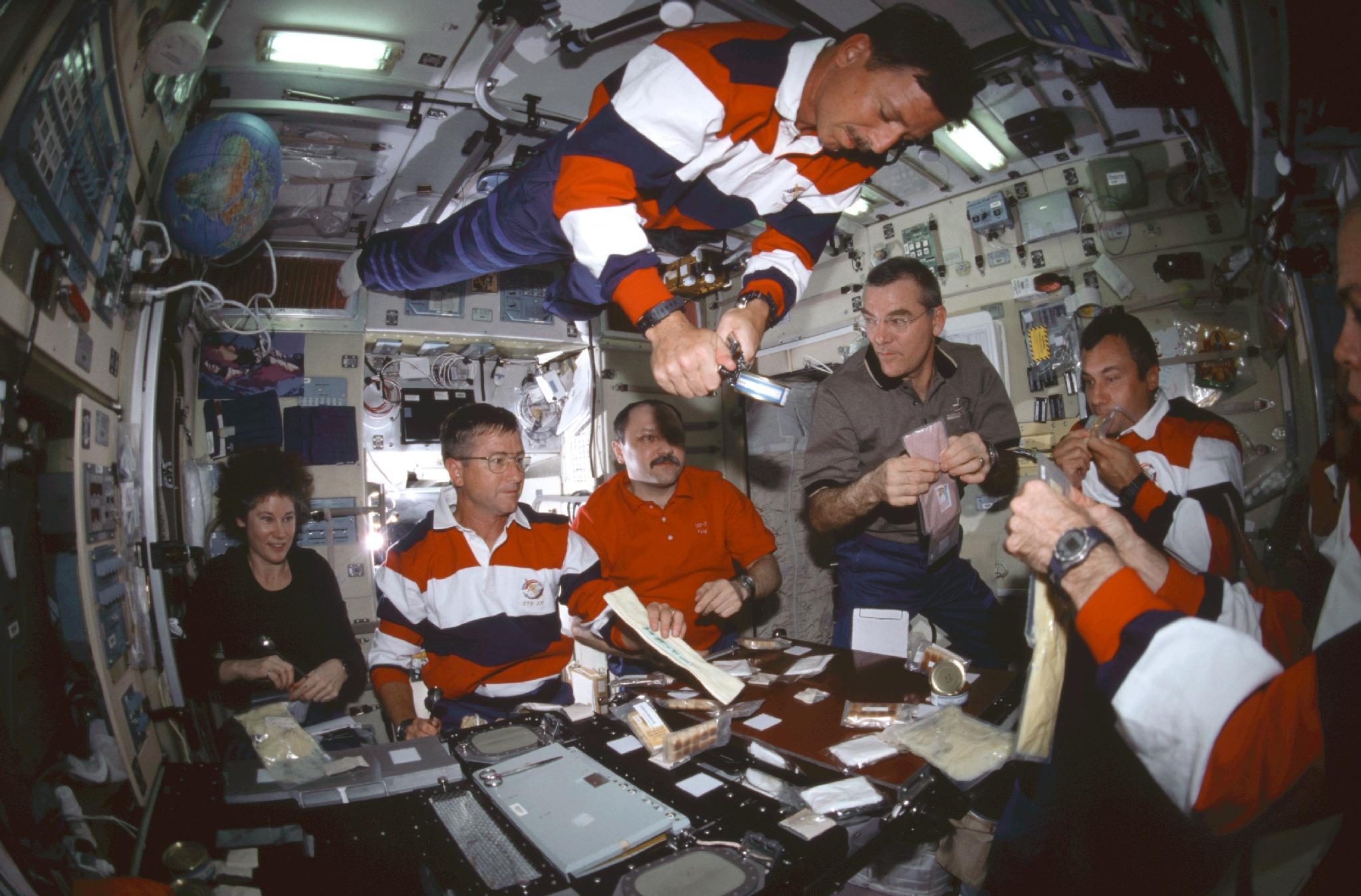 nasa food for astronauts - HD2047×1348