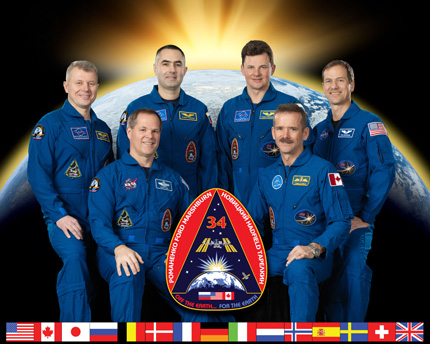 ISS034-S-002 -- Expedition 34 crew portrait