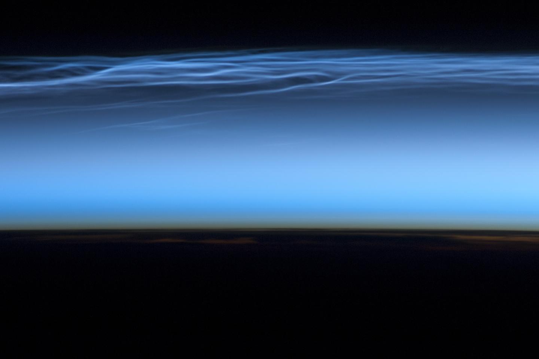 Чудни облаци меѓу Земјата и Вселената