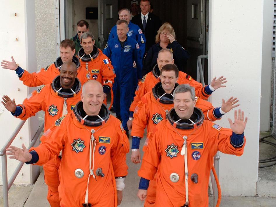 STS-122 crew heads to the pad