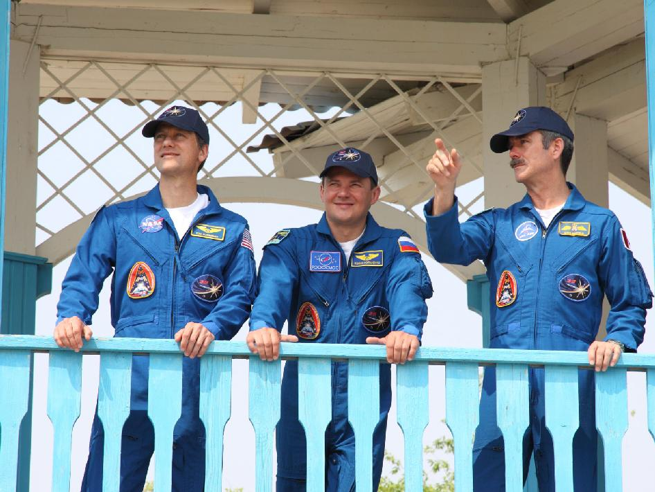 Backup Expedition 32 crew members