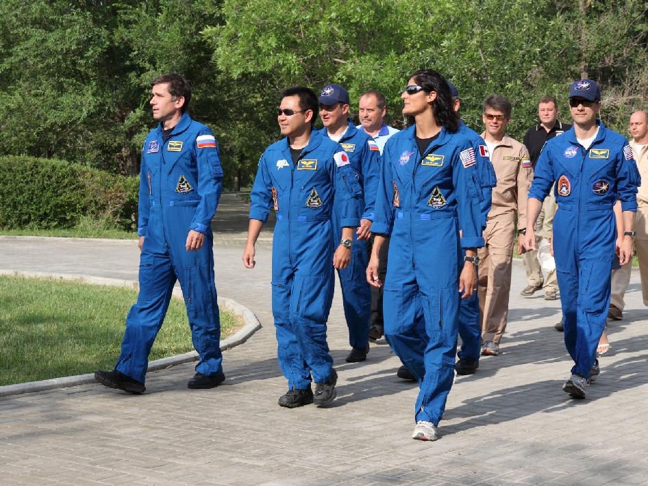 Prime Expedition 32 crew members