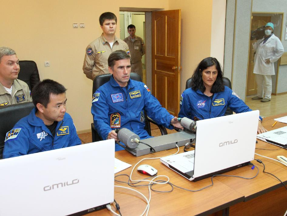 Expedition 32 prime crew members