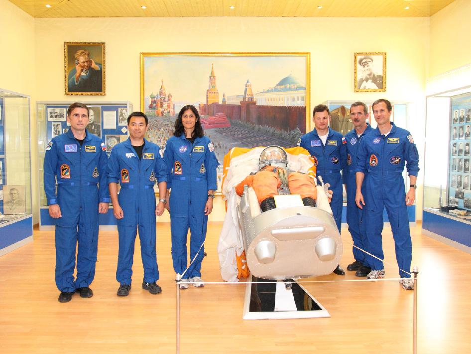Expedition 32 Prime and Backup Crews