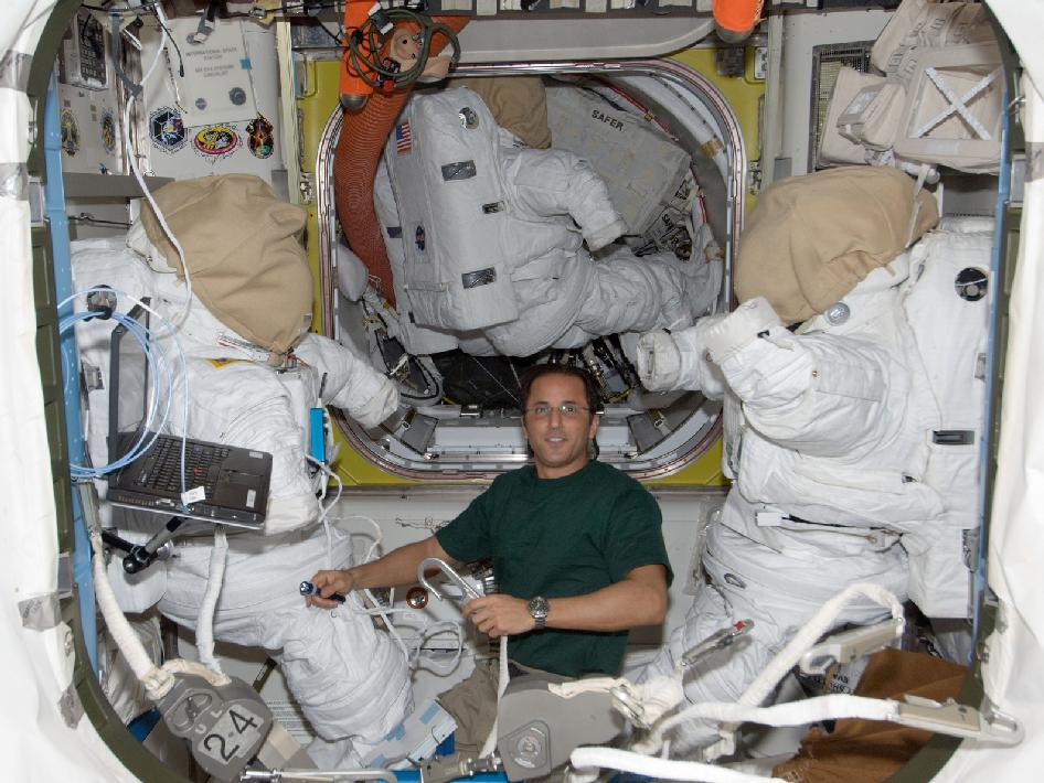 Expedition 32 Flight Engineer Joe Acaba