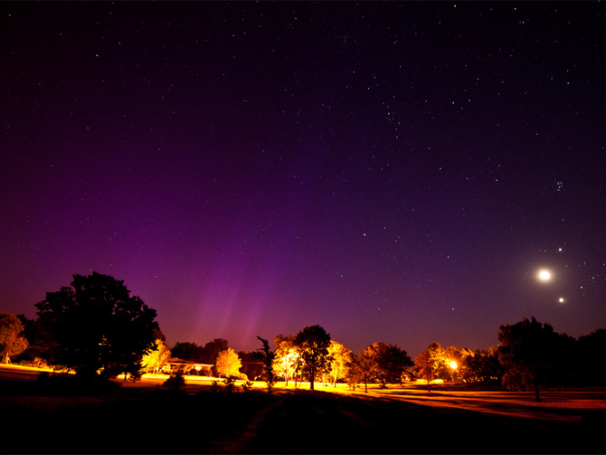 Photo of the planetary Conjunction and auroras as seen from Albany, Missouri.