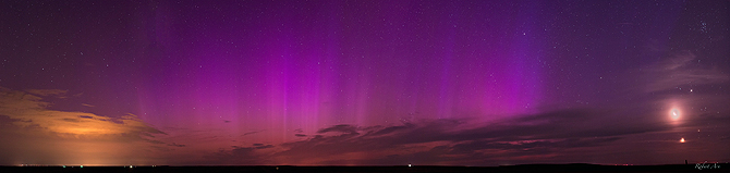 In Pawnee Grasslands, Colorado the planetary conjunction and the auroras appeared side-by-side.