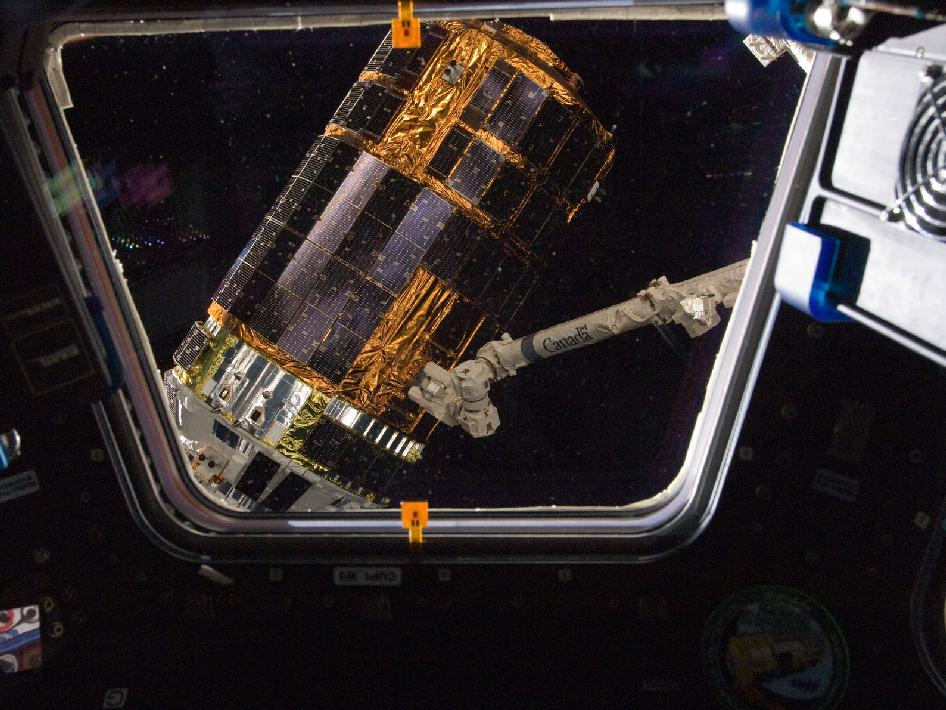 Canadarm2 grapples HTV-3