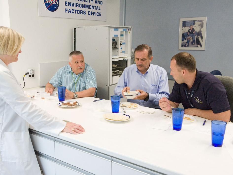 Expedition 36 cosmonauts participate in food tasting session