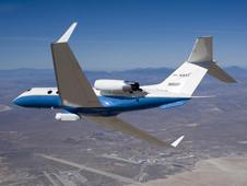 NASA C-20A (Gulfstream III) utiliza un sofisticado radar de apertura sintética realizado en una cápsula de vientre en una amplia gama de misiones científicas de la Tierra.