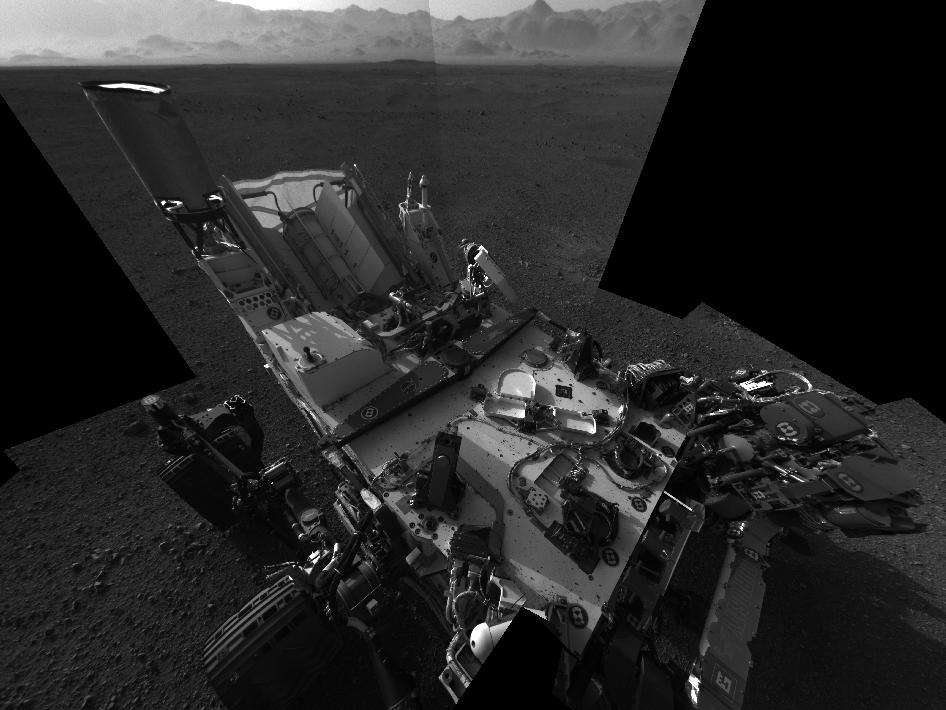 Full-resolution self-portrait shows the deck of NASA's Curiosity rover