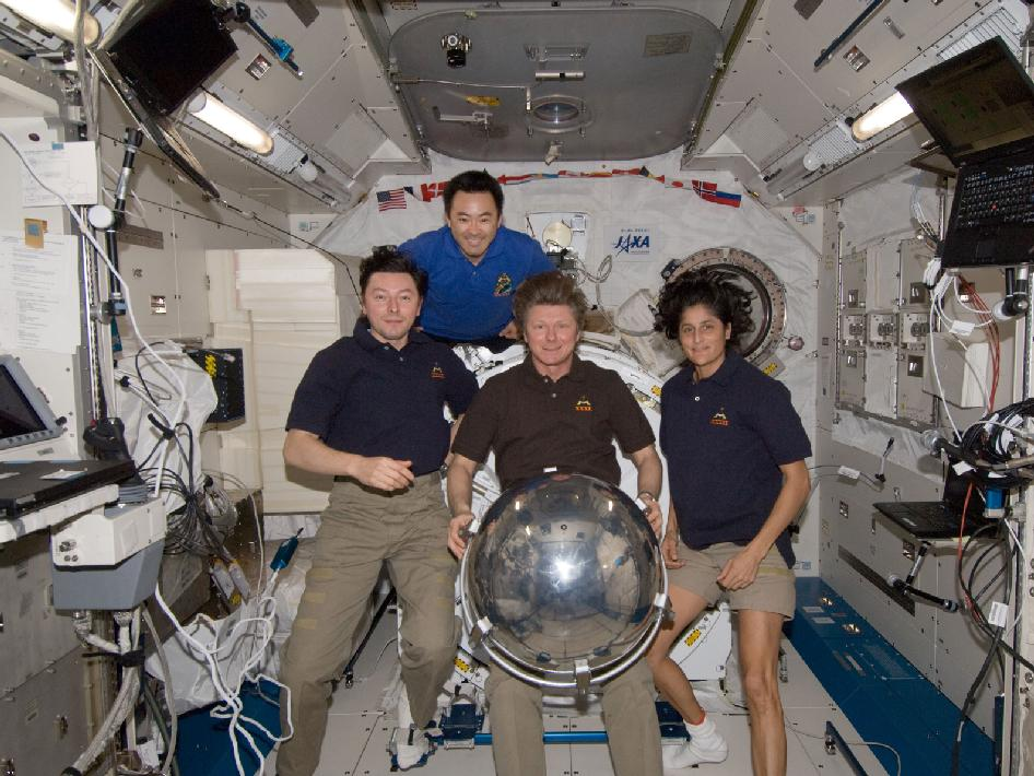 Expedition 32 crew members