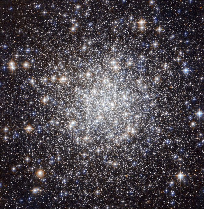 standard globular cluster: dense stars in the center, tapering out to darker space with a few bright ones sprinkled about