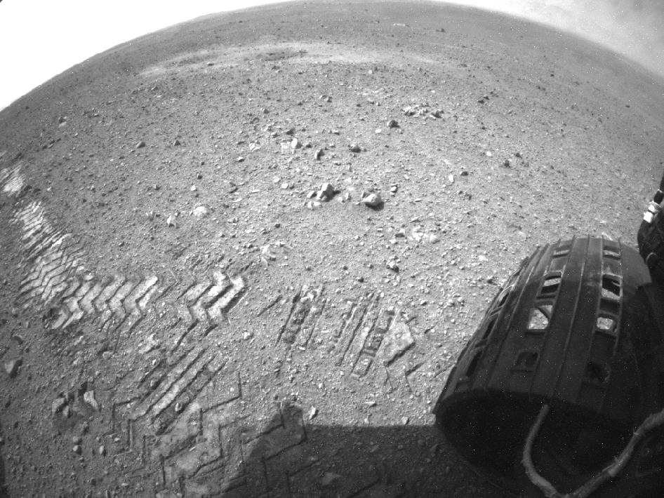 Curiosity Tracks Its Tracks