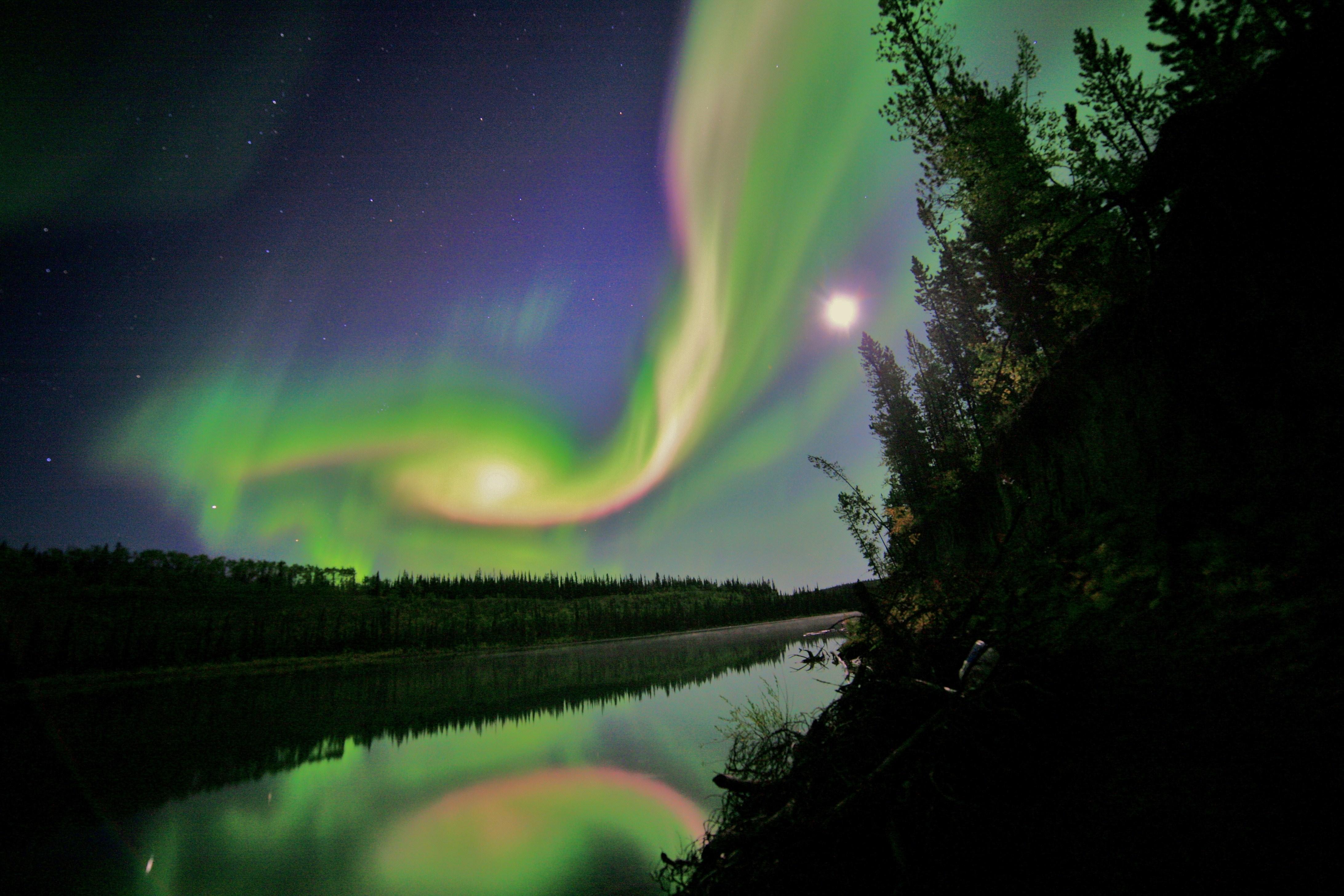 2012: 31/08 La plus incroyable éruption solaire jamais enregistrée. 683916main_DavidCartierSr-RiverMirror-orig_full