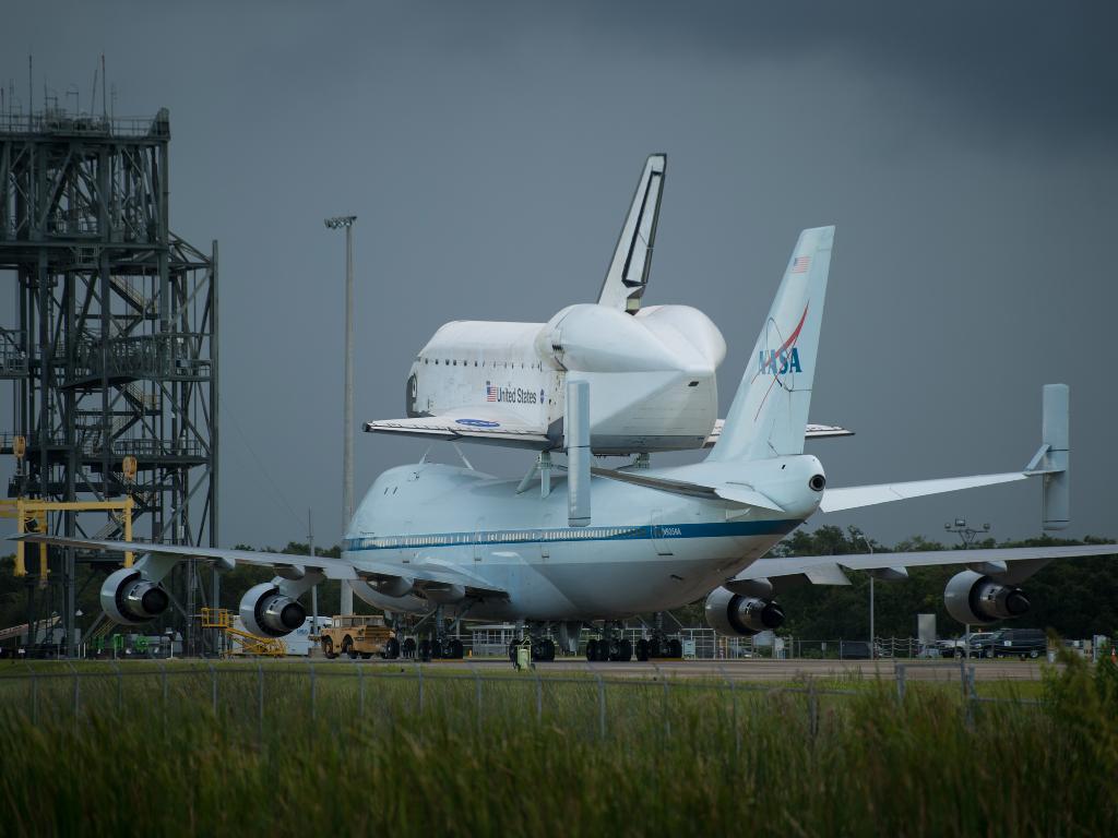奋进号航天飞机前往加州科学中心