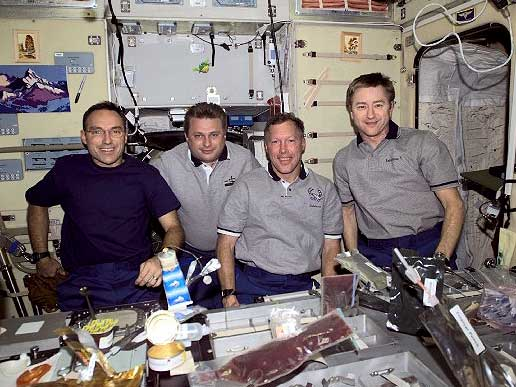 STS-108 crewmembers dine with Expedition 3 and 4 crews