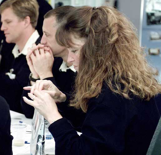 STS-118 crewmembers sample food at the JSC Habitability and Environmental Factors Office