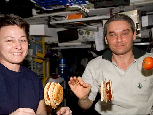 Expedition 5 crewmembers Peggy Whitson and Valery Korzun.