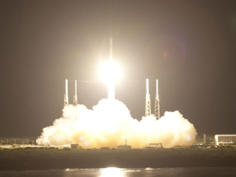 Falcon 9 lifts off