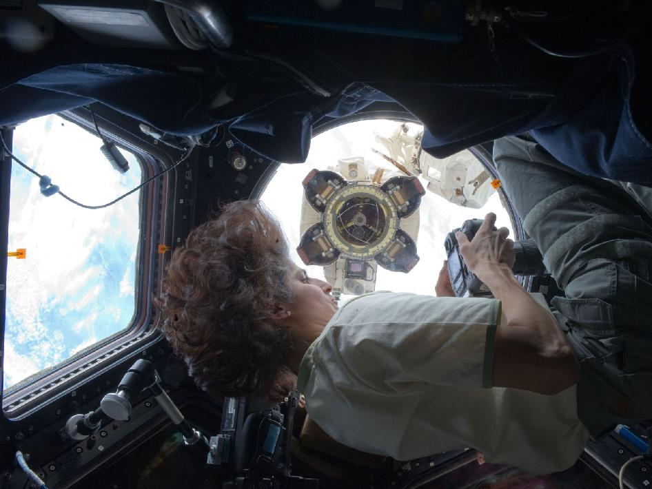 Astronaut Suni Williams photographs Latching End Effector
