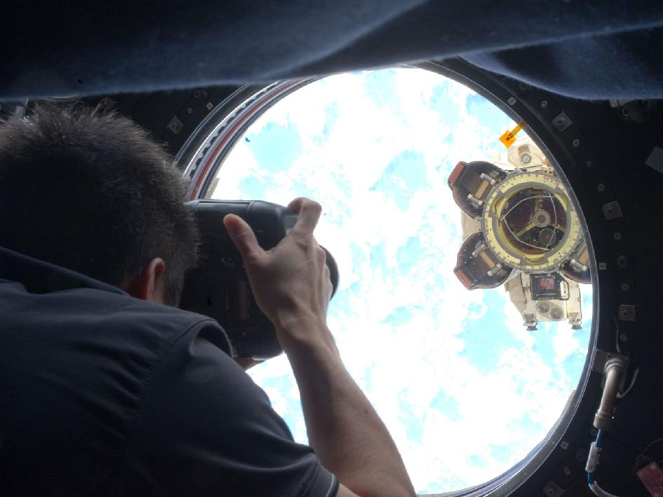 Astronaut Aki Hoshide photographs Latching End Effector