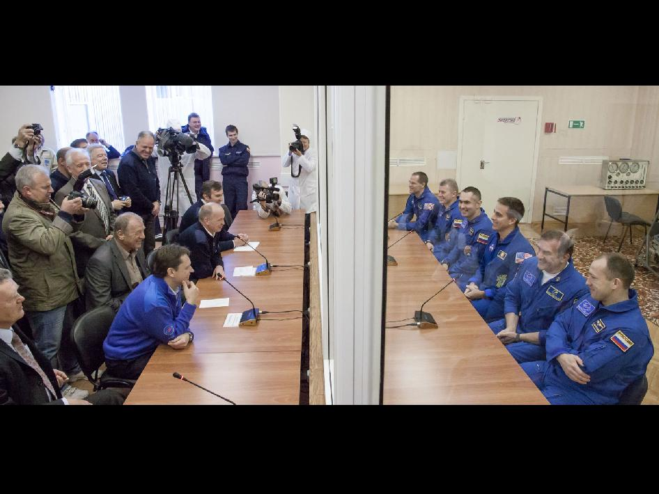 Expedition 33 prime and backup crews