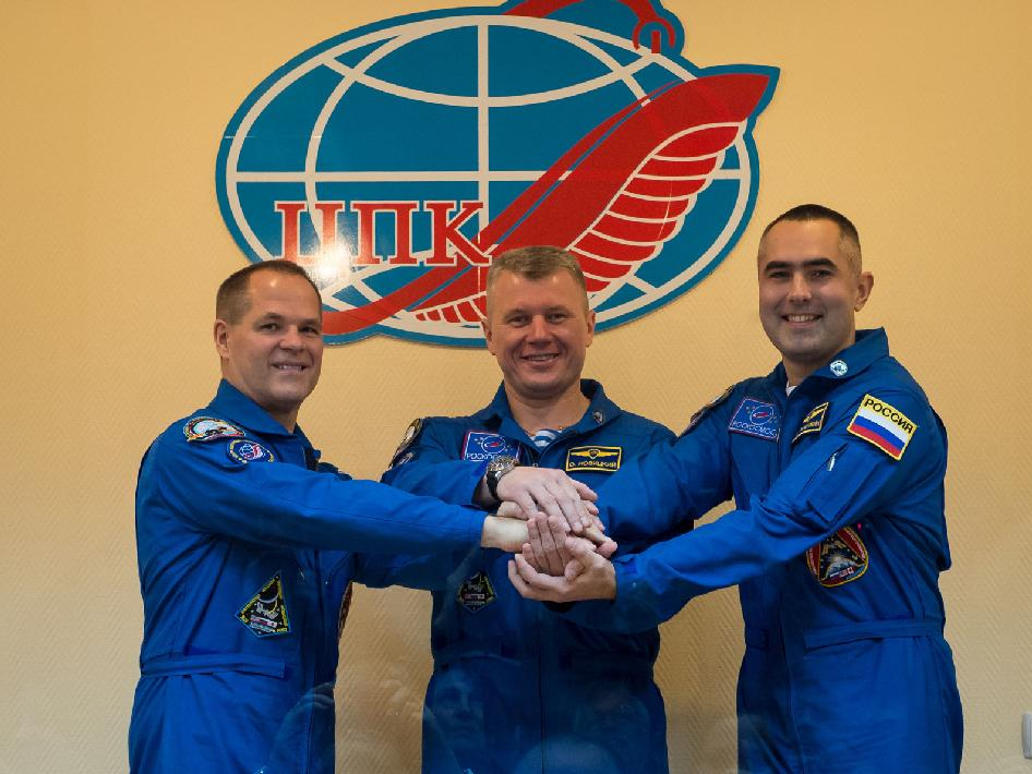 Expedition 33 prime crew members