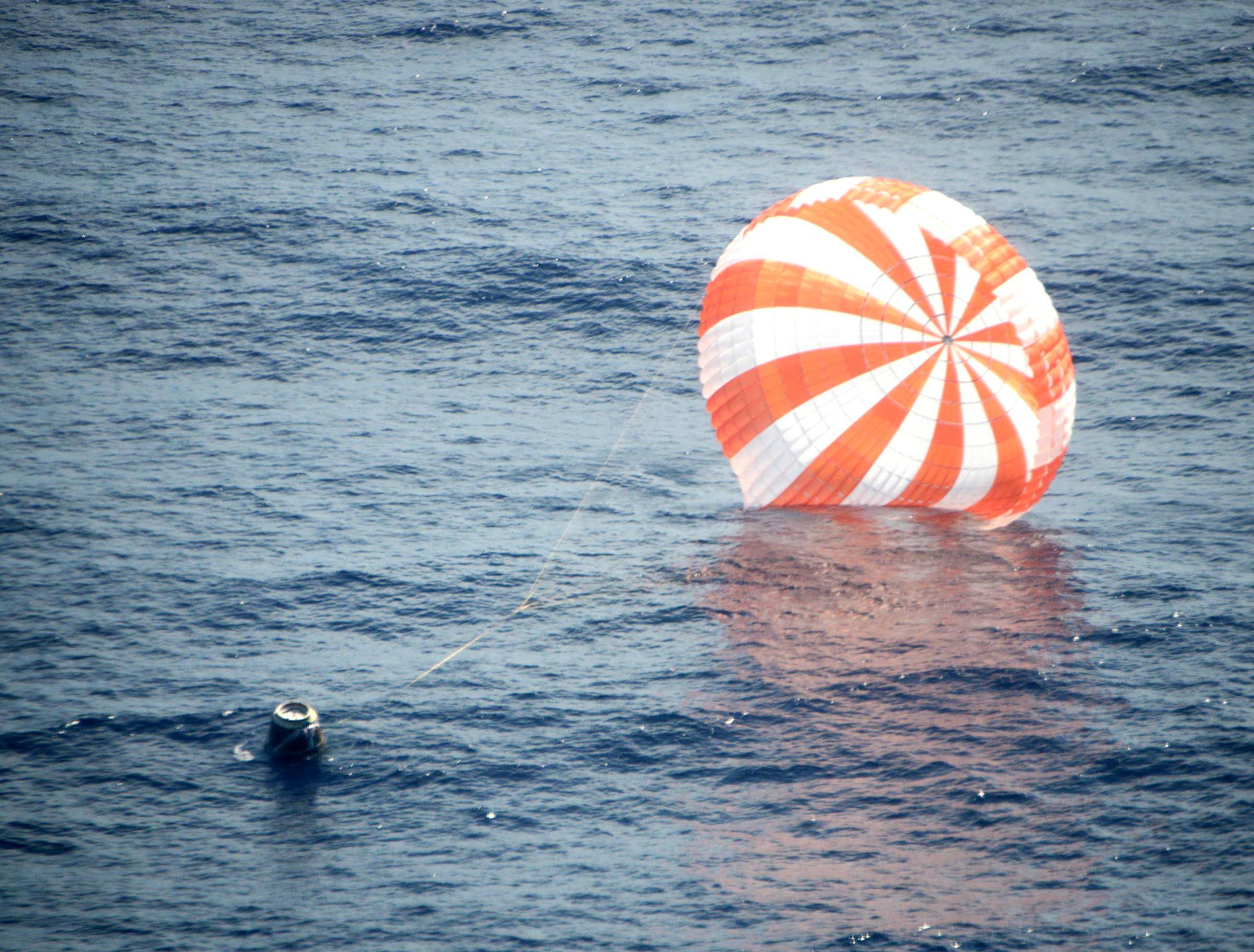 NASA - Dragon Splashdown