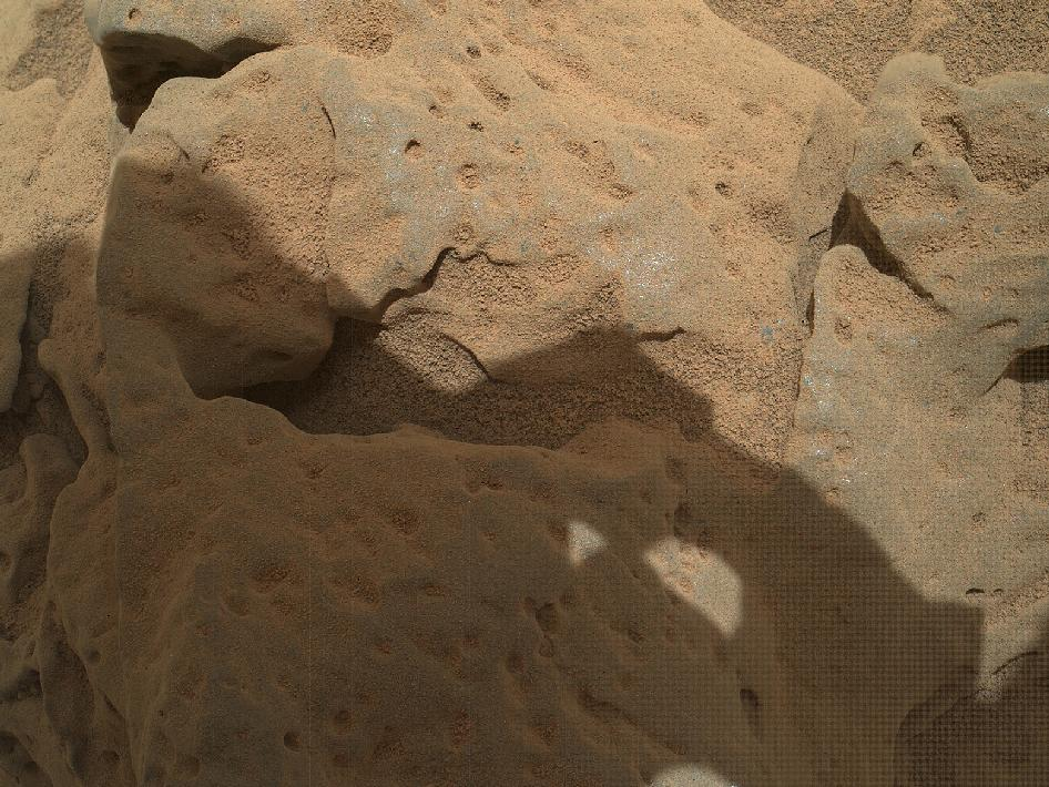 Rock 'Burwash' near Curiosity, sol 82