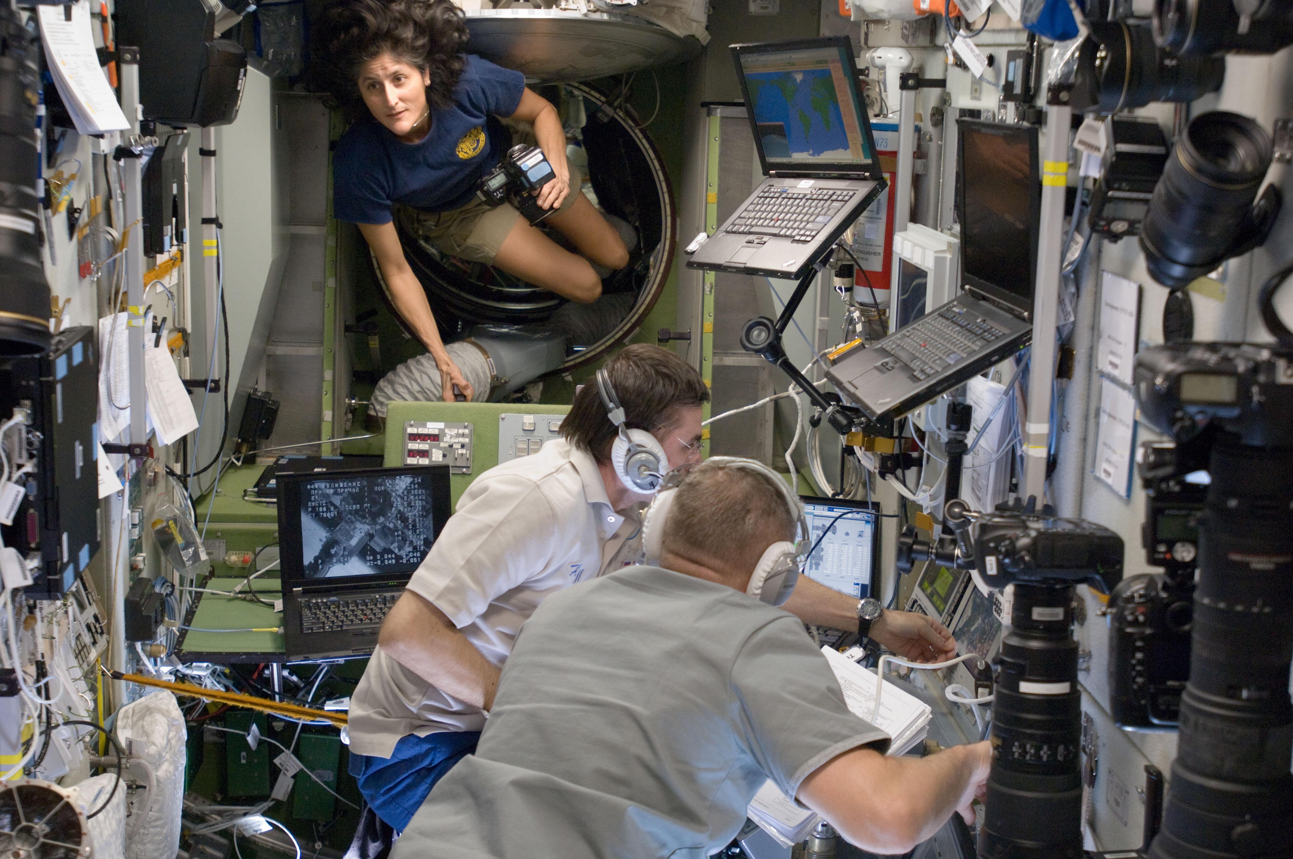 NASA - Sunita Williams, Yuri Malenchenko and Oleg Novitskiy