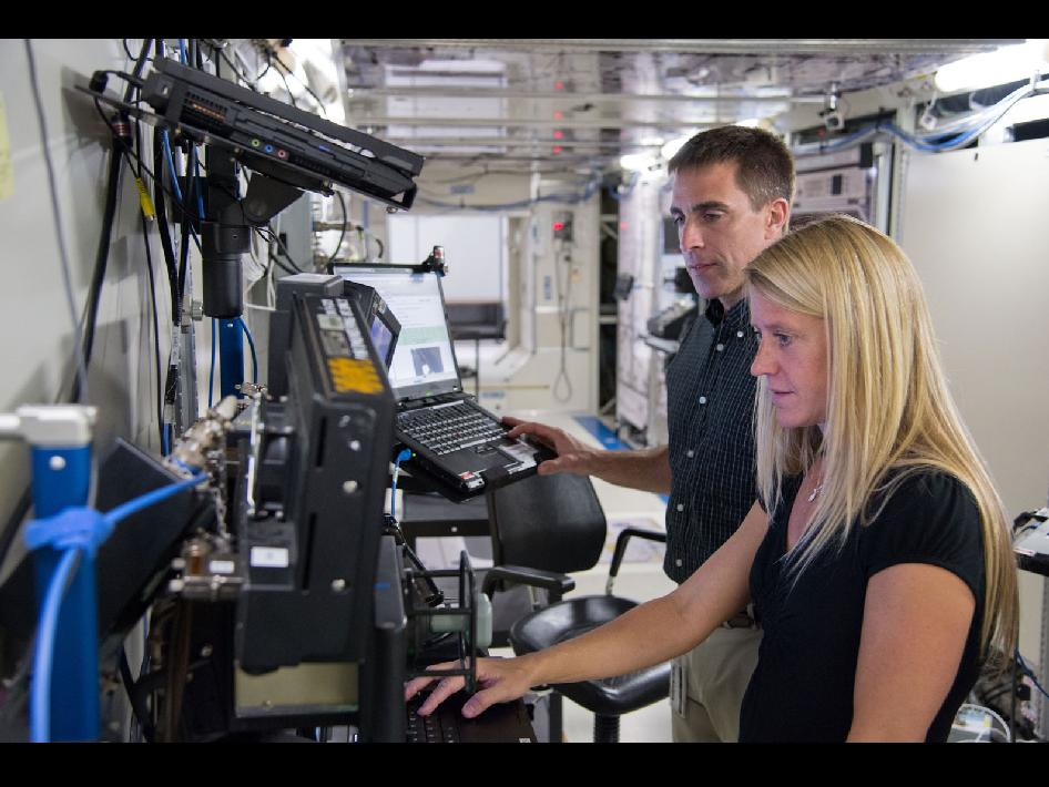 Astronauts Chris Cassidy and Karen Nyberg