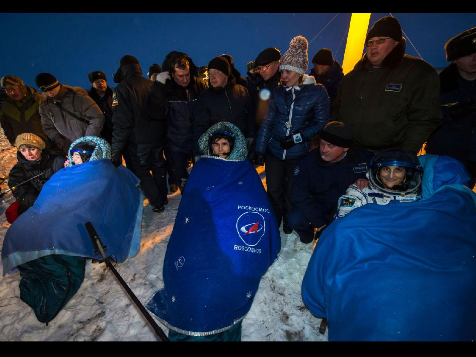 Expedition 33 Crew After Landing