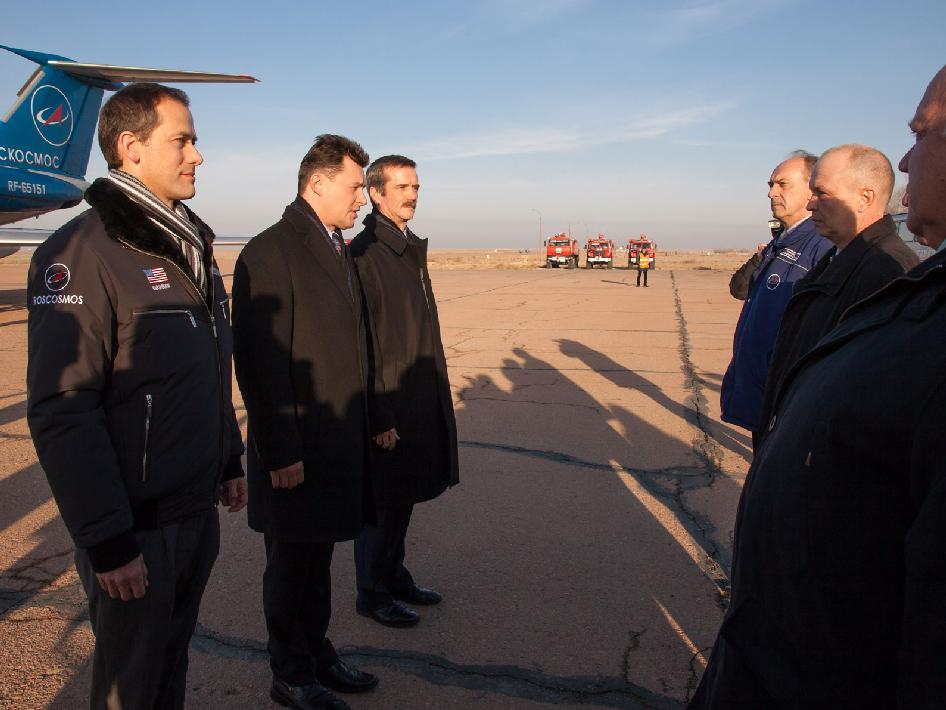 Expedition 34 crew in Baikonur