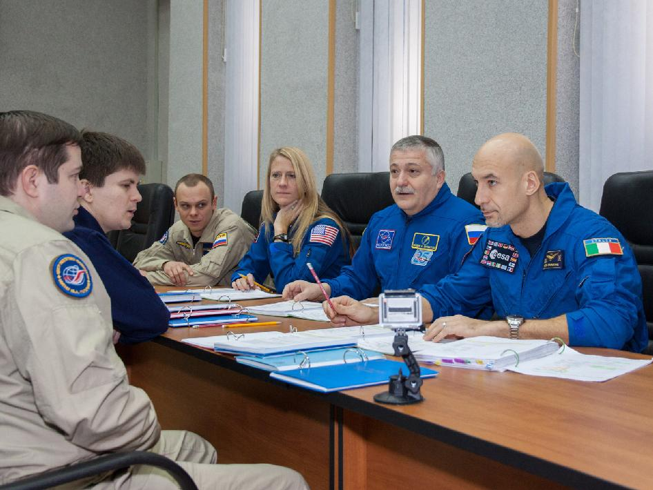 Backup Expedition 34 crew members