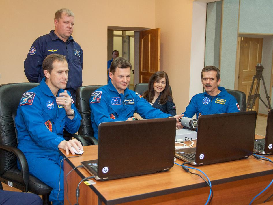 The Expedition 34 crew