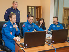 JSC2012-E-242533: Expedition 34 crew members