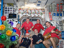 iss034e010476 -- Expedition 34 crew