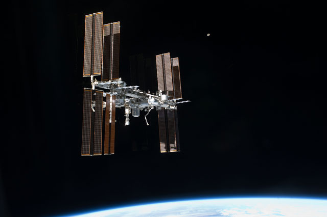 S135-E-011814: International Space Station
