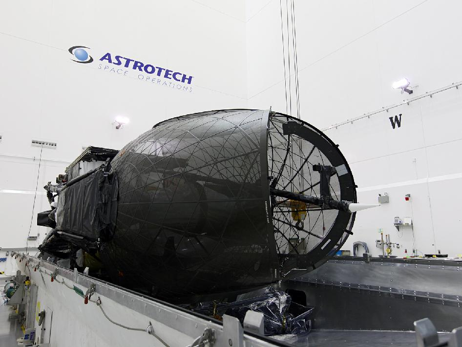 The spacecraft rests in horizontal position.