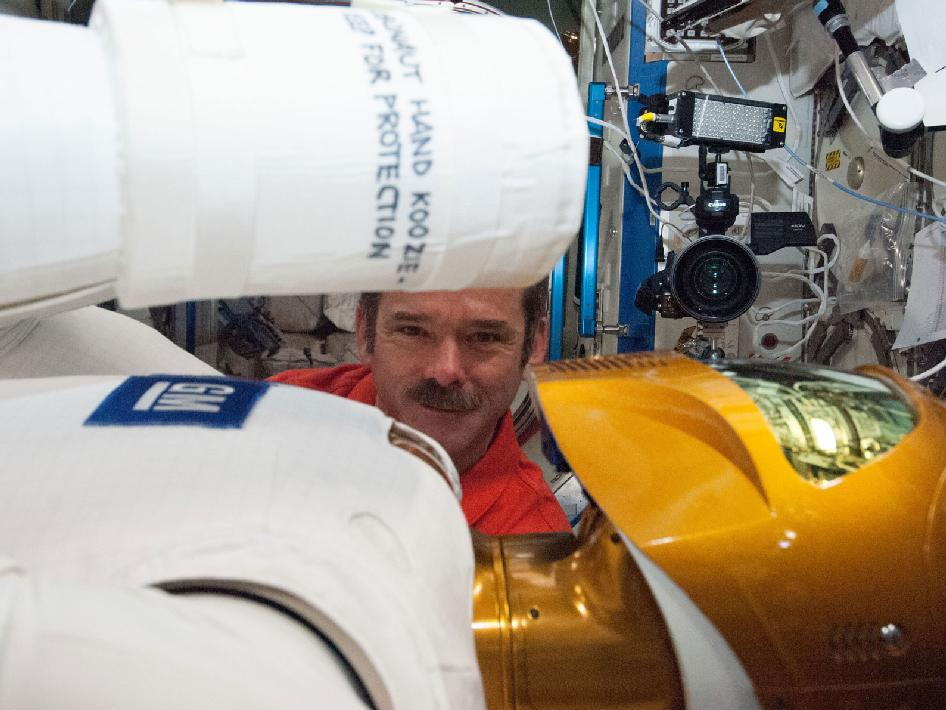 Astronaut Chris Hadfield With Robonaut 2