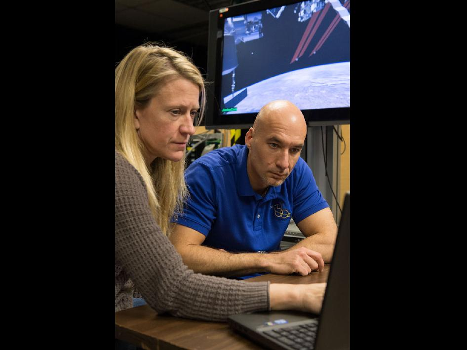 Flight Engineers Luca Parmitano and Karen Nyberg