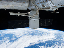 iss034e060518 -- SpaceX Dragon spacecraft