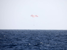 The SpaceX Dragon spacecraft returns to Earth. Credit: SpaceX