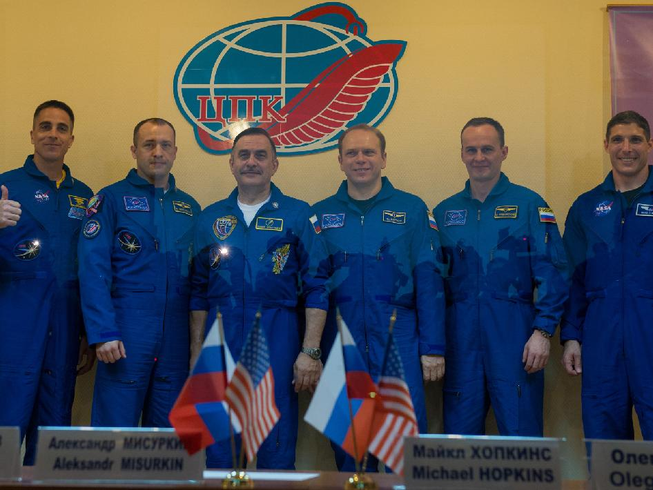 Expedition 35 prime and backup crew members