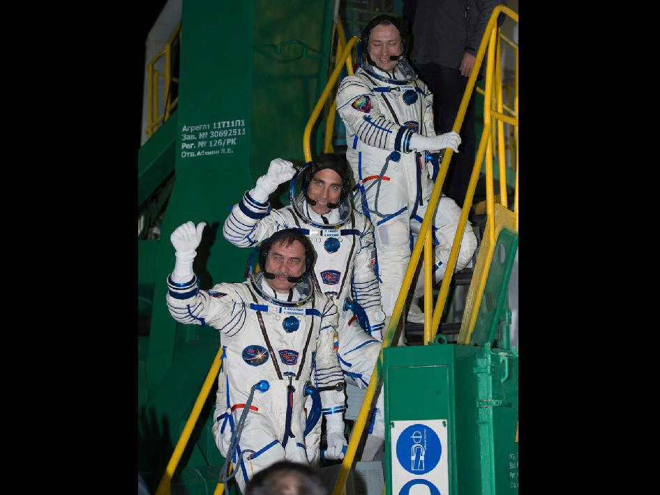 Expedition 35 Crew Members Wave Farewell