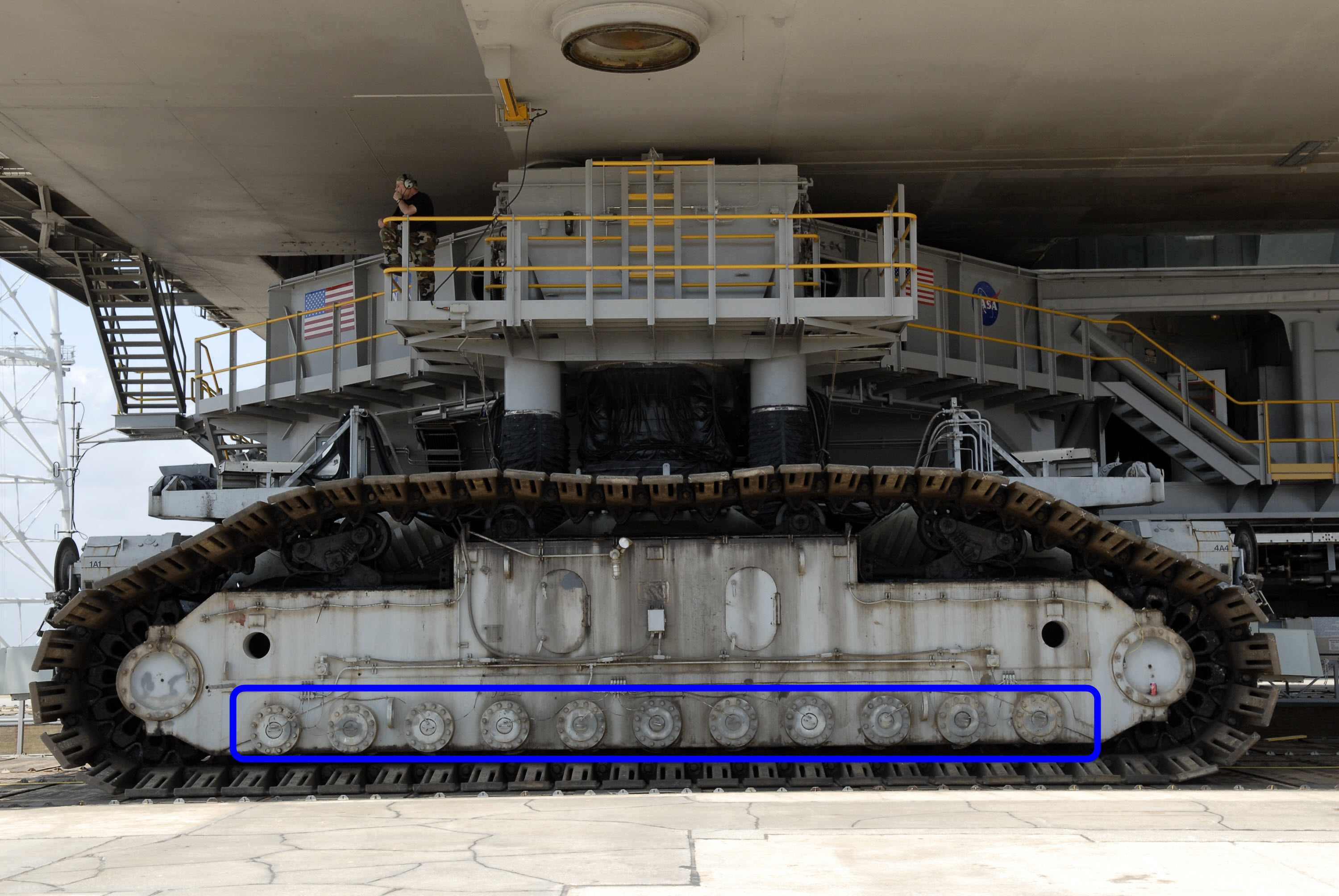 NASA Crawler Upgrade - Pics about space