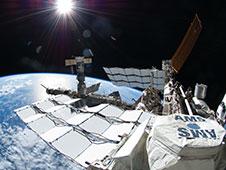 2013: Détecteur AMS de l'ISS : Découverte d'antimatière 738725main_iss028e016142_med