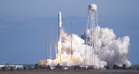 Antares leaves the pad on its way to a successful orbit.