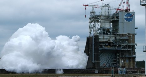 J 2X engine test firing on April 4, 2013, at Stennis Space Center